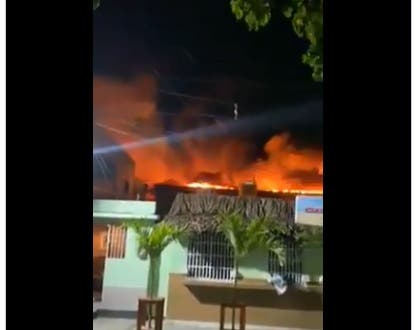 Se produce incendio en fábrica de papel de Villa Juana