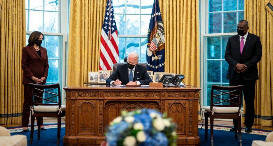 Biden revoca medida de Trump que vetaba a migrantes por riesgo laboral