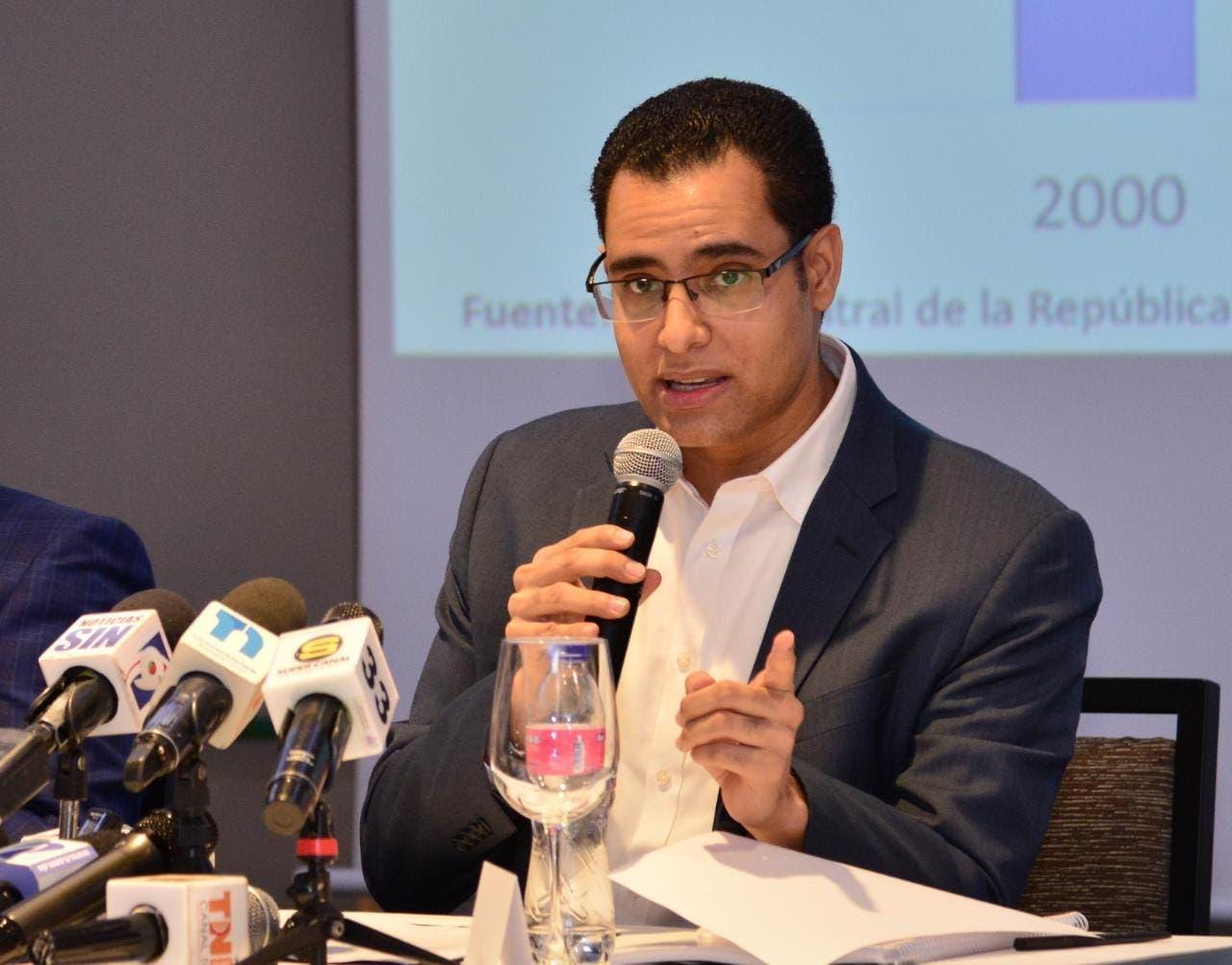 Exministro de Economía califica de error colocar impuesto a las remesas