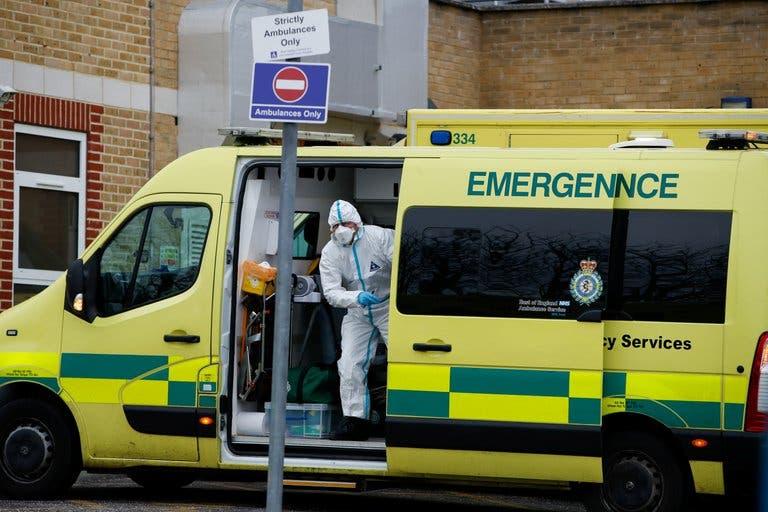 Reino Unido reactivó los hospitales de emergencia por el aumento de los casos de coronavirus