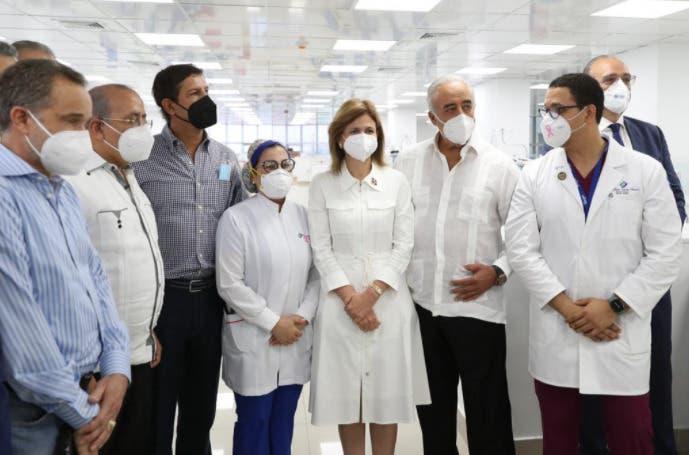 Vicepresidenta y ministro de Salud supervisan áreas de Covid en clínicas de Santiago