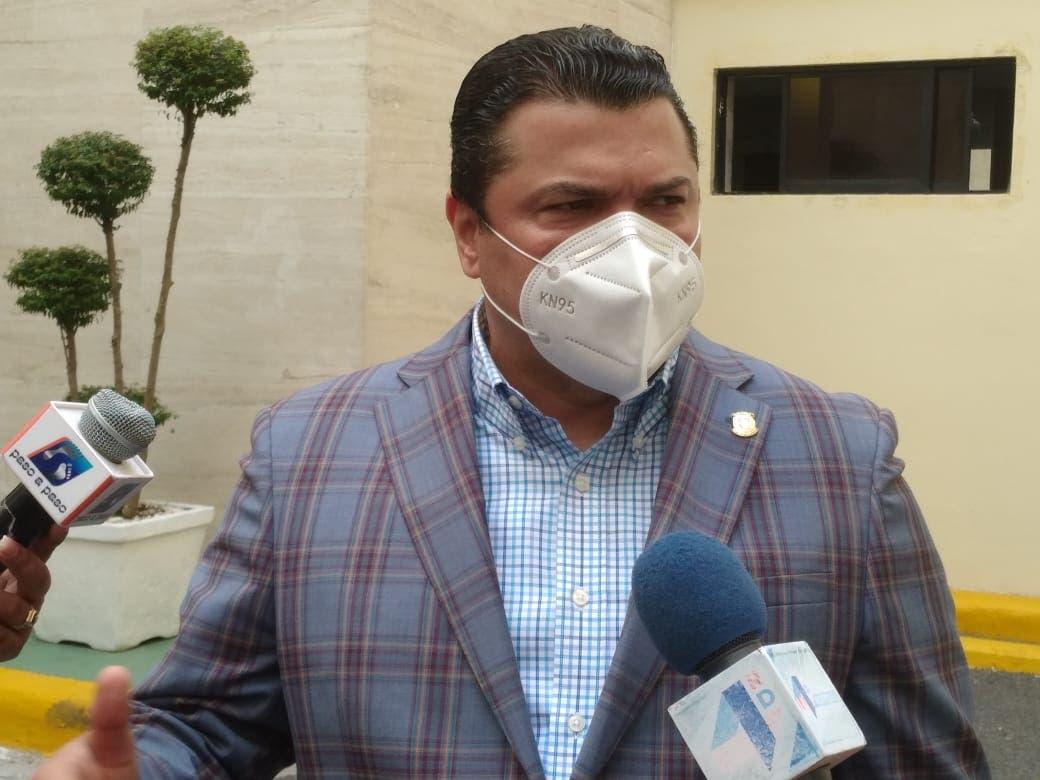 Diputado Tobías Crespo hace recomendación al INTRANT sobre tema de los taxistas