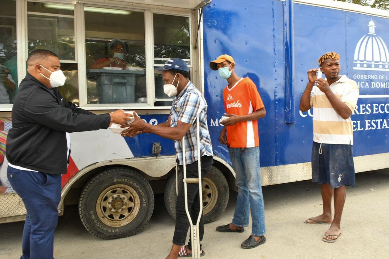 Comedores Económicos se instalan en Hato Mayor y Azua; entregan comida gratis a más de 40 mil personas