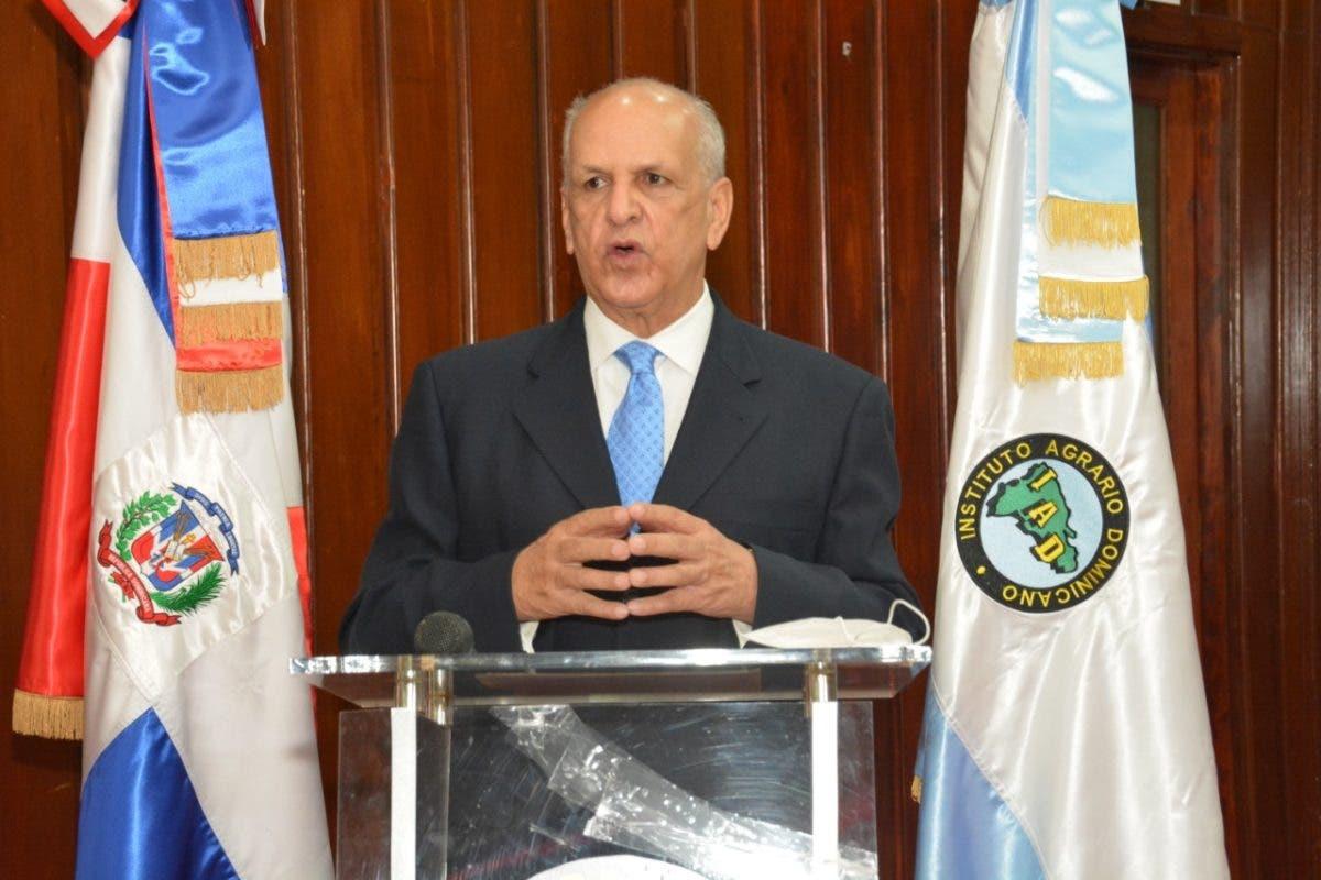 Juramentan director interino del IAD, tras suspensión de Leonardo Faña