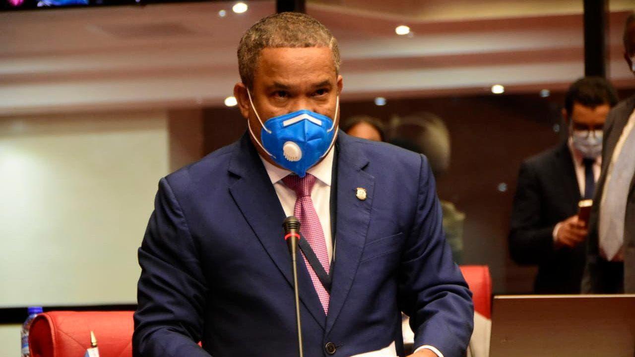 Senador Héctor Acosta pide libre tránsito en toque de queda