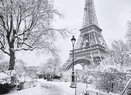París vuelve a cubrirse de blanco; primera nevada en tres años