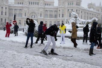 Cuatro muertos tras inusual tormenta de nieve en España