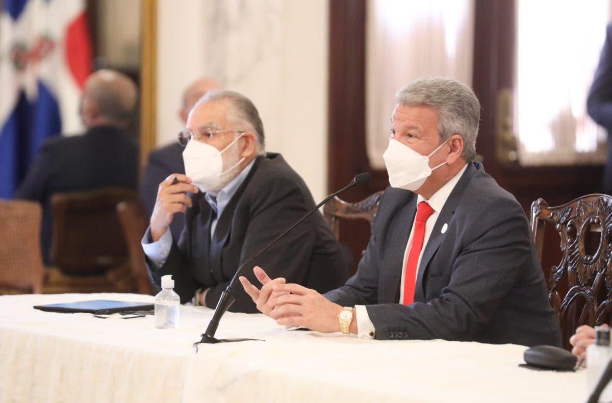 «Pacto eléctrico podría firmarse a finales de enero», asegura ministro de la Presidencia