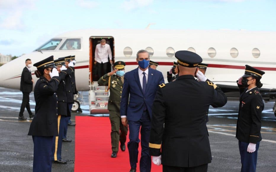 Abinader regresa al país tras asistir a toma posesión de gobernador de Puerto Rico