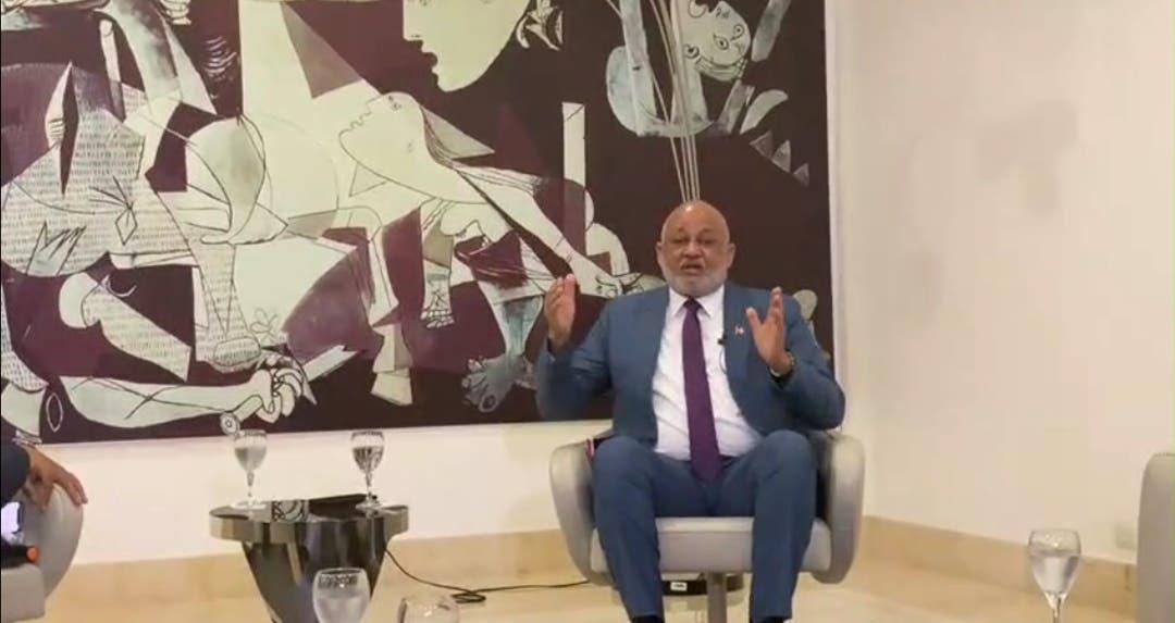 Ministro de Educación responde denuncia sobre colegios que han retornado a las aulas