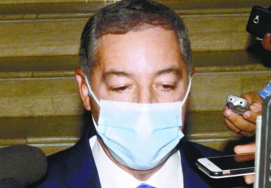Llega a Procuraduría exministro de Hacienda Donald Guerrero para interrogatorio
