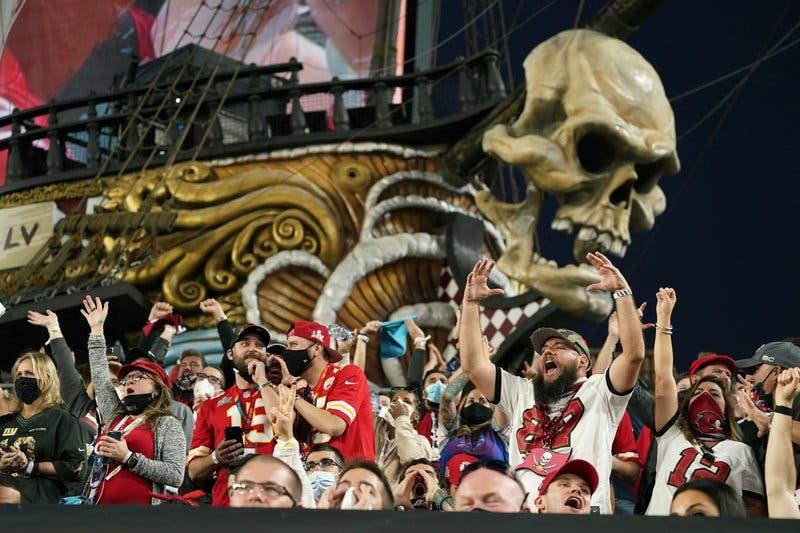 Celebraciones por el Super Bowl violan normas contra COVID