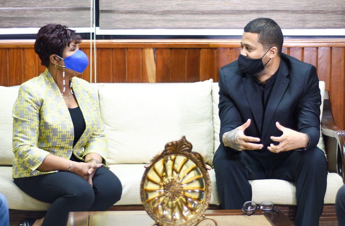 Josefa Castillo y Lápiz «Conciente» anuncian programa de orientación a la juventud