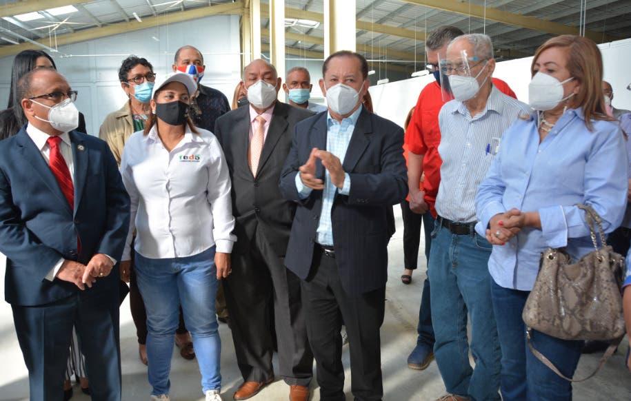 Director FEDA recorre centro de acopio del Marca Santo Domingo