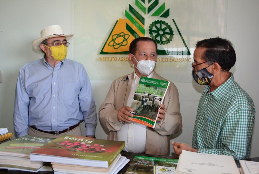 Feda entrega 2,000 libros al instituto agronómico técnico salesiano