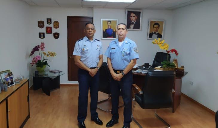 Felicita al coronel Pesqueira por trayectoria de más de 35 años en esa Cidefapon