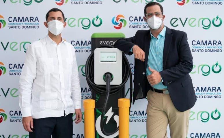 Cámara de Santo Domingo inaugura estación de carga para vehículos eléctricos
