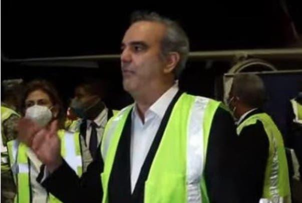 Luis Abinader recibe primer lote de vacunas contra COVID; iniciarán  mañana con médicos