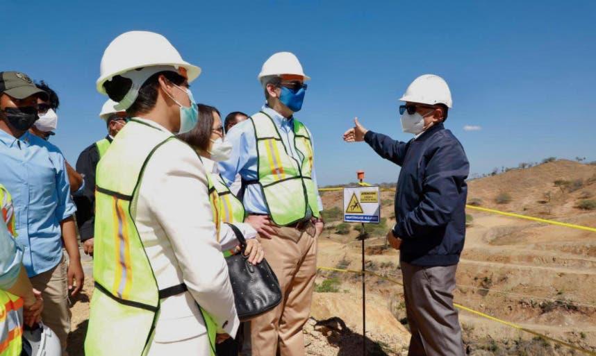 Luis Abinader supervisa avance en construcción presa Guayubín