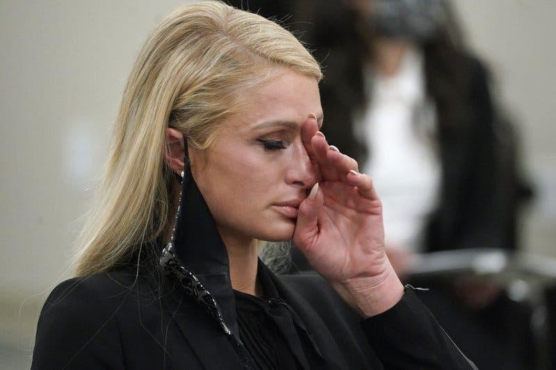 Paris Hilton dice sufrió abusos en internado de Utah