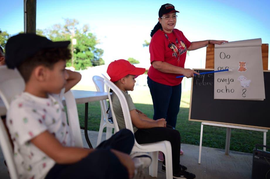 Puerto Rico se alista a reabrir escuelas públicas luego de un año