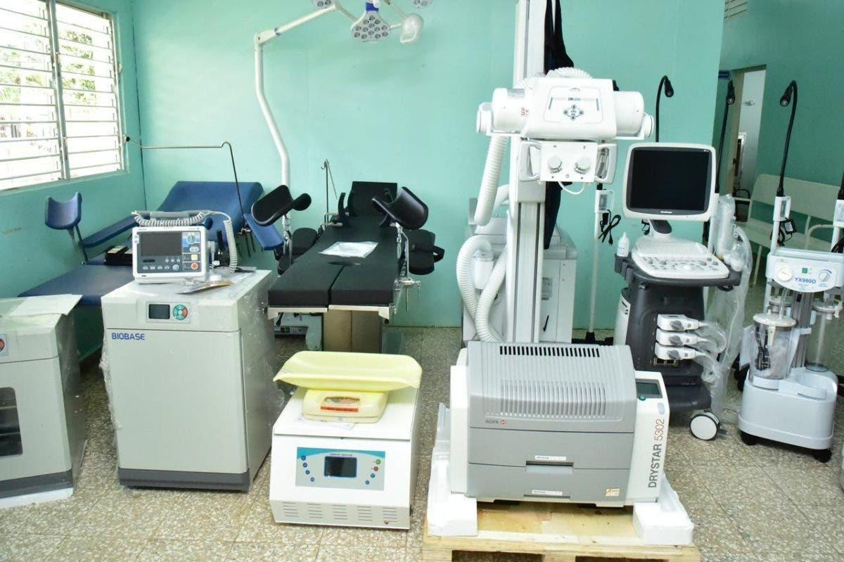 SNS entrega más de RD$ 40 millones en equipos a hospitales del Este y Santiago