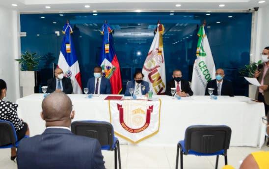 Firman acuerdo para formación de profesionales haitianos en RD