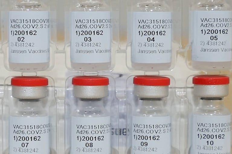 Estados Unidos aprobó la vacuna de Johnson & Johnson, la primera de una sola dosis