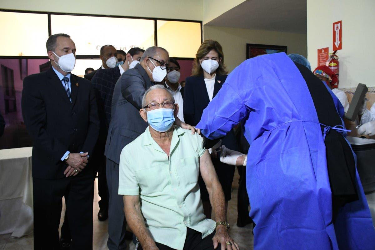 Consideran bajó confianza en vacuna Abinader no haya recibido dosis