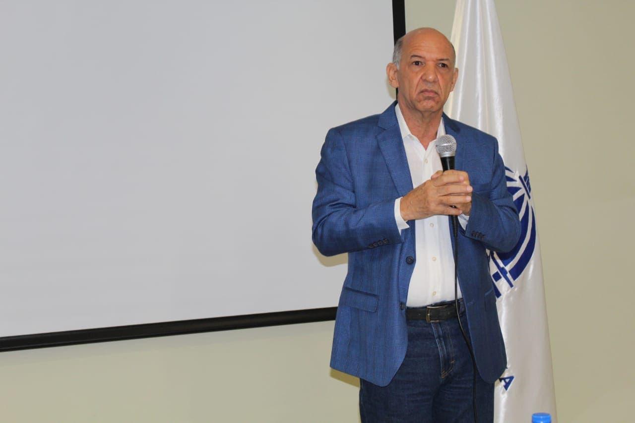Isidro Torres pide a padres, hijos y jóvenes ser precavidos en uso de Internet y redes sociales