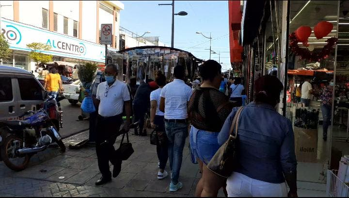 Así lucían los comercios de la avenida Duarte por el Día de San Valentín
