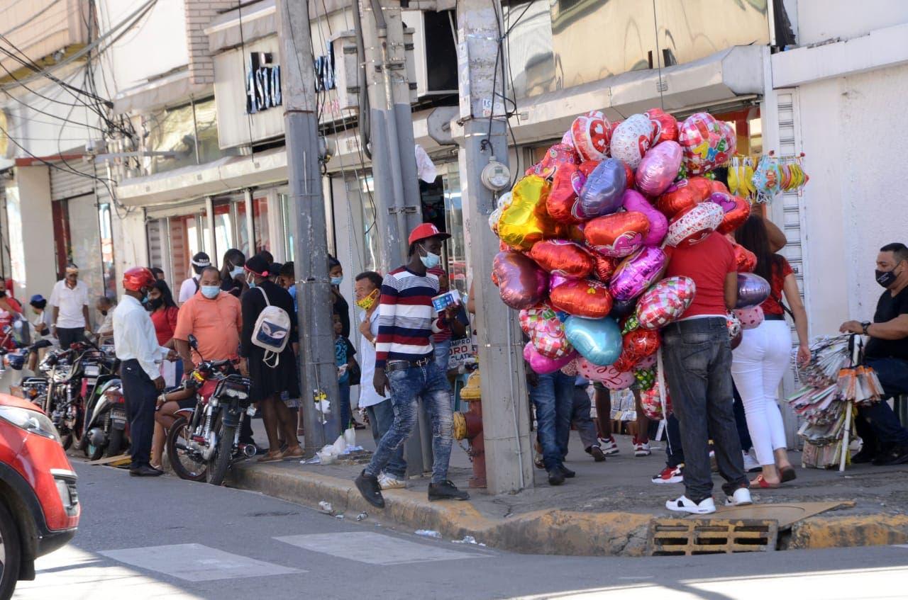 Día de San Valentín reactivó ligeramente comercio de Santiago