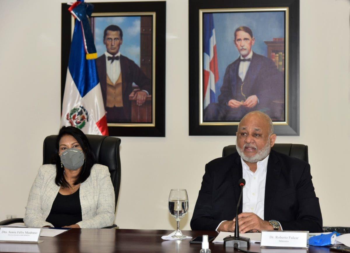 Ministerio de Educación salda deuda de 351 millones heredada con Semma