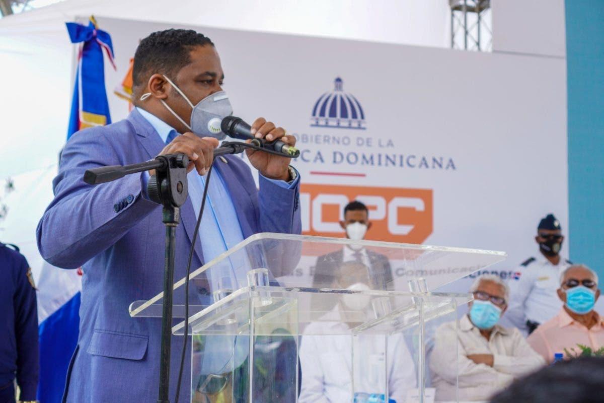 Diputado Sandro Sánchez pondera esfuerzos del Gobierno por contribuir al desarrollo de Los Alcarrizos