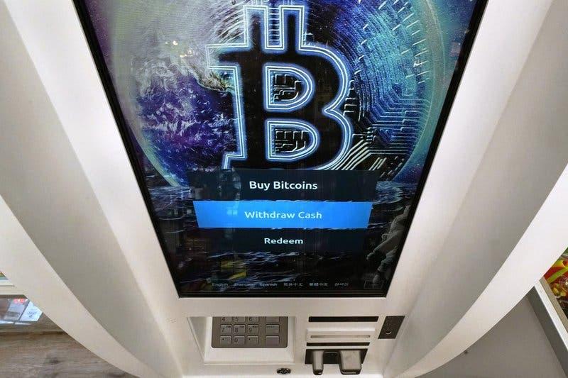 Bitcoin supera la marca de 50.000 dólares
