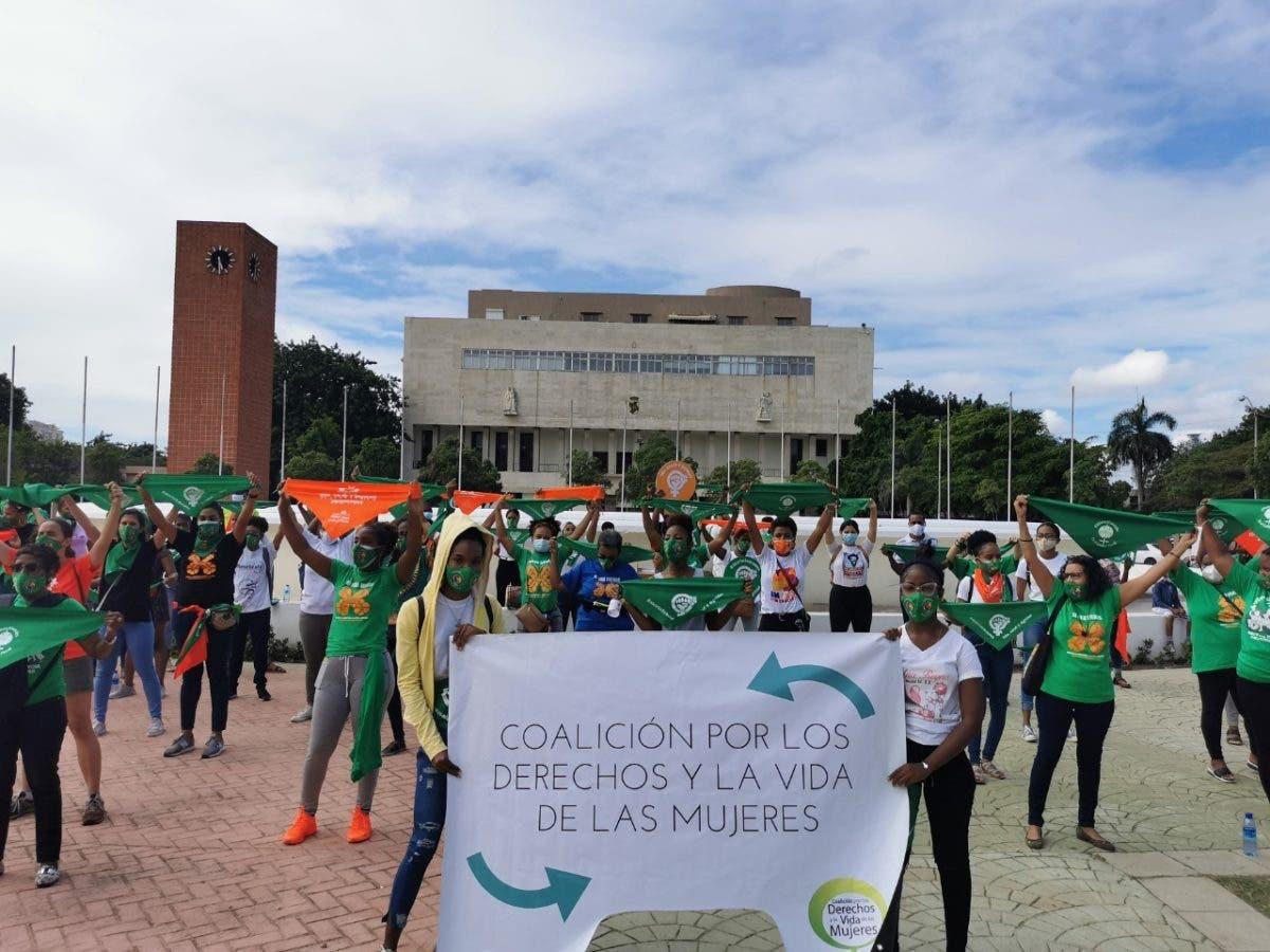 Organizaciones al presidente Luis Abinader: «Las vidas y salud de niñas y mujeres no pueden esperar más»