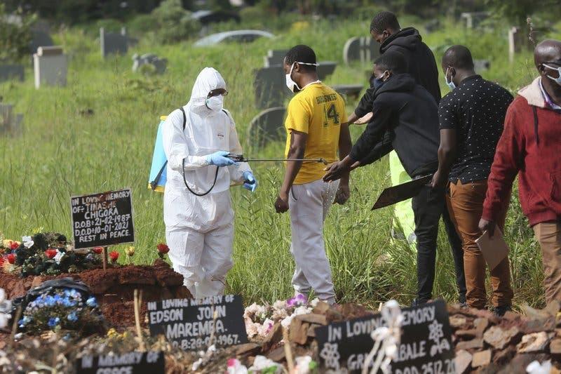 África supera 100.000 muertes por COVID-19, crece el peligro