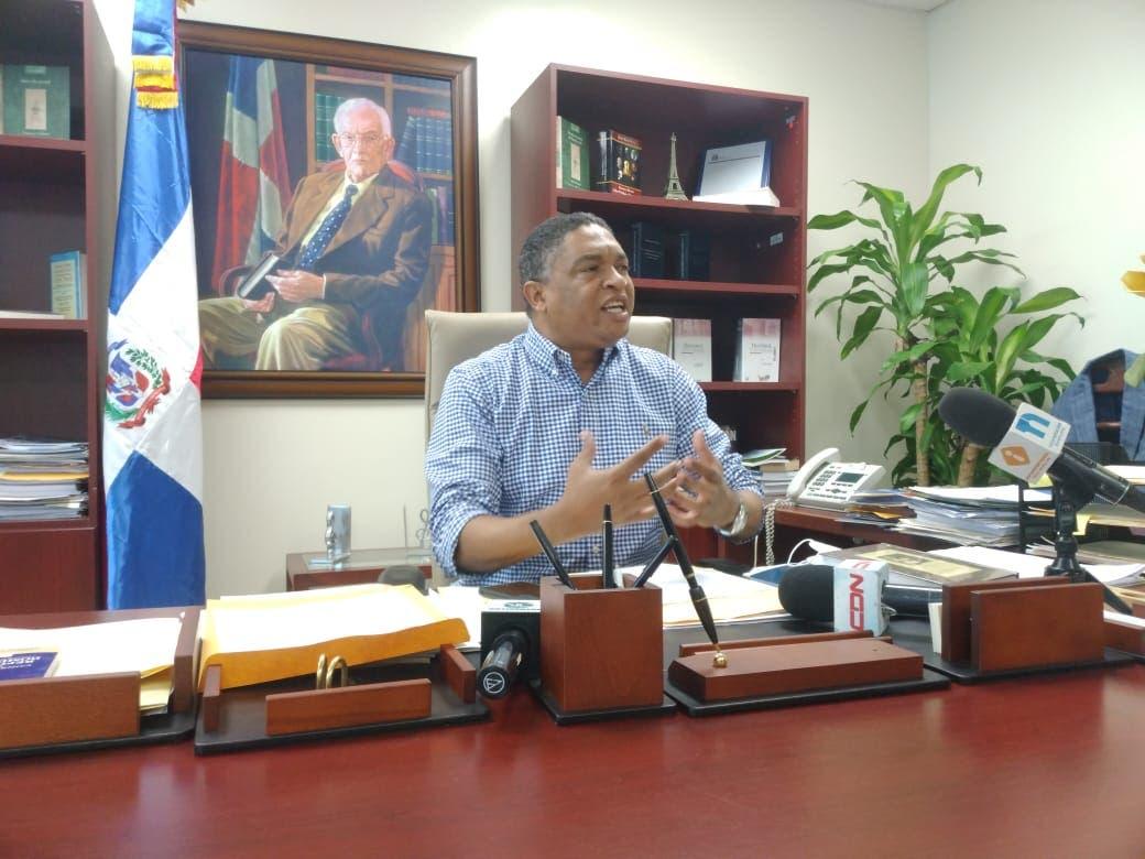 Senador denuncia Gobierno viola Ley de Presupuesto con partidas a organizaciones políticas