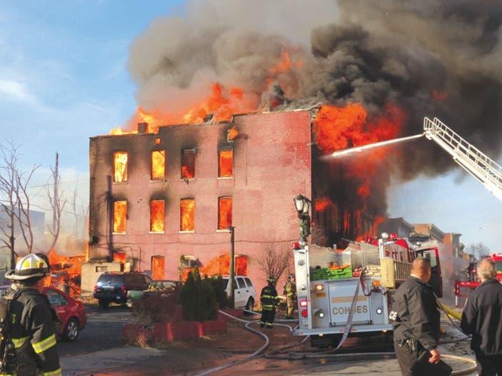 Explosión en área residen dominicanos en El Bronx deja 9 heridos; dos de gravedad