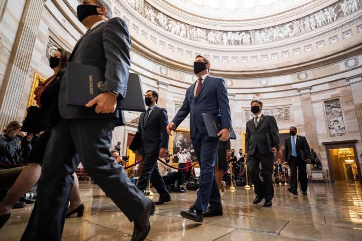 """Senado EE.UU. aprueba legalidad del """"impeachment"""" con 44 republicanos en contra"""