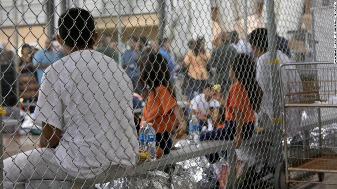 Abogados localizan padres de 105 niños que fueron separados en la frontera durante gobierno de Trump