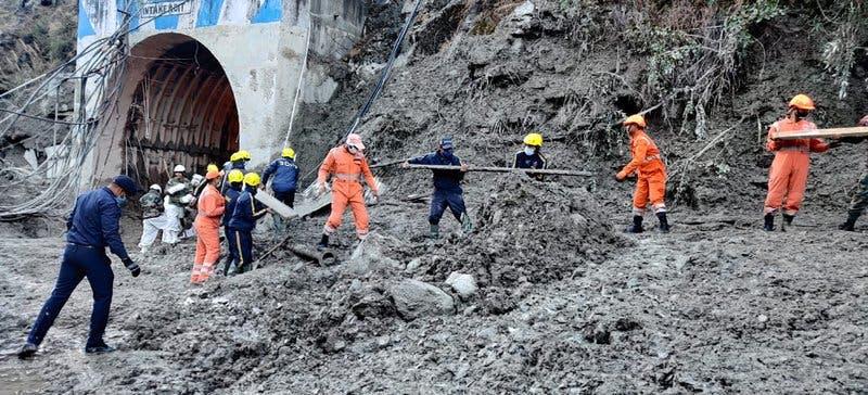 India: 26 muertos, 165 desaparecidos tras colapso de glaciar