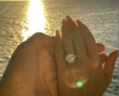 Natti Natasha y Raphy Pina se comprometen en matrimonio
