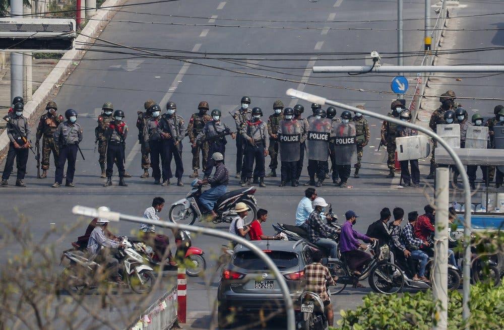 Policía de Myanmar endurece represión contra las protestas