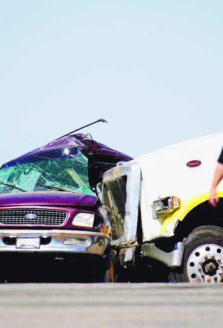 Mueren 13 en accidente California