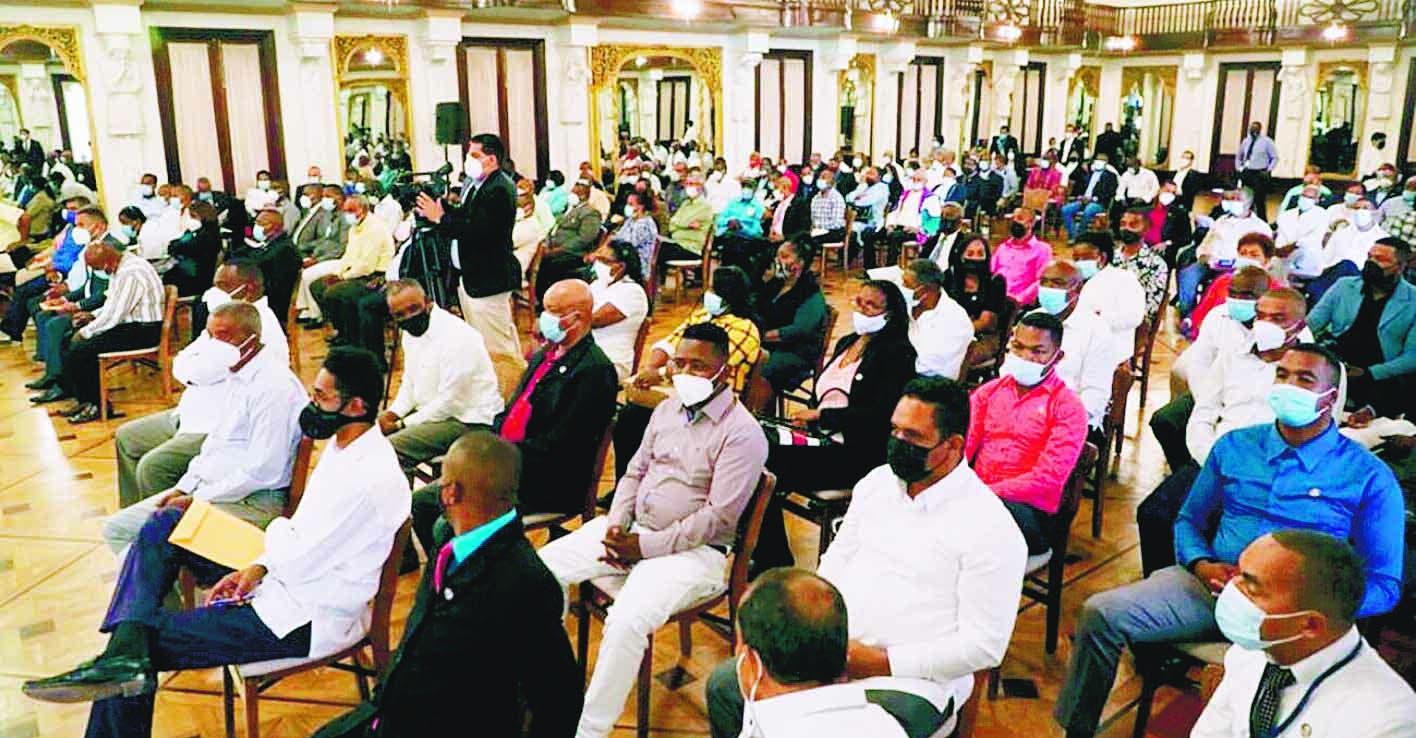 Presidente deja libre legisladores  sobre tres causales; dice no puede imponer