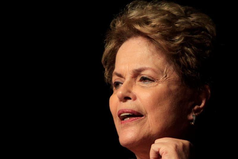 Rousseff es vacunada contra la covid-19 y anima a seguir su ejemplo