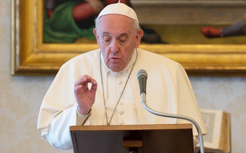 El papa baja el sueldo a los religiosos en el Vaticano, un 10% a cardenales