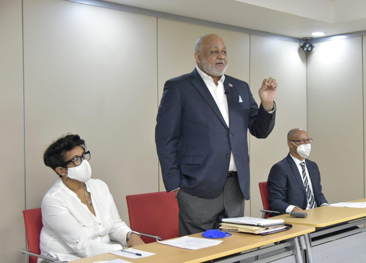 Ministro animó directores a dar seguimiento a familias para retorno a clases exitoso