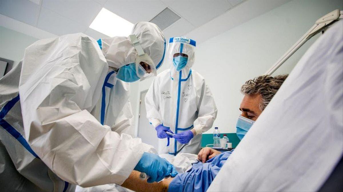 El exceso de confianza en las vacunas puede traer una nueva ola de COVID, según la OMS